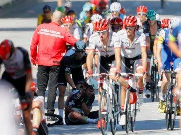 Cavendish, atendido por un compañero tras la caída