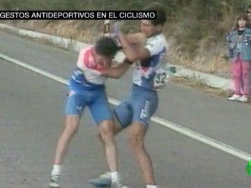 Los otros gestos antideportivos de la historia más reciente del ciclismo