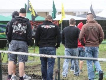 Varios asistentes del festival neonazi