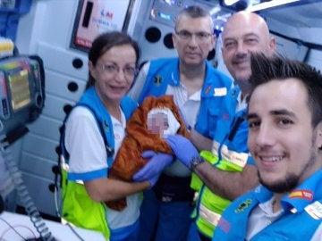 Los sanitarios del 112 atendieron a la madre y al bebé a su llegada