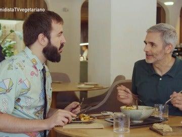 Antonio Castelo probando un 'Bowl Macrobiótico'