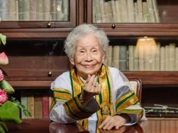 """""""Si no estudias o lees, no vas a aprender nada"""", una abuela de 91 años consigue graduarse en la universidad"""