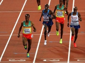 Muktar Edrid supera a Mo Farah en la final de 5.000 metros