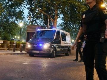 Un furgón traslada a dos de los encarcelados por los atentados de Barcelona