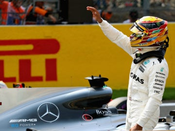 Lewis Hamilton celebra una pole