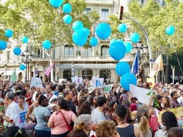 Miles de personas acuden a la manifestación contra el terrorismo en Barcelona