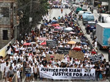 Centenares de personas denunciaron la impunidad policial en Filipinas