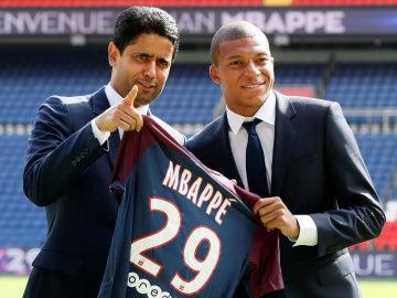 Al-Khelaifi, junto a Mbappé en su presentación con el PSG