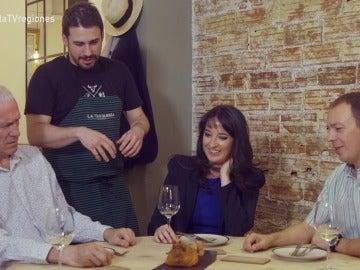 Tres corresponsales extranjeros prueban la casquería española