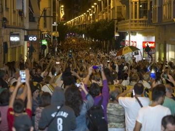 Miles de personas se han manifestado por las calles de Murcia ante la imposibilidad de protestar ocupando los raíles del AVE