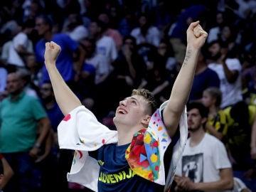 Luka Doncic celebra el triunfo de Eslovenia