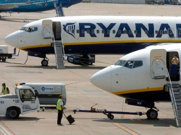 Dos aviones de la aerolínea irlandesa de bajo coste Ryanair