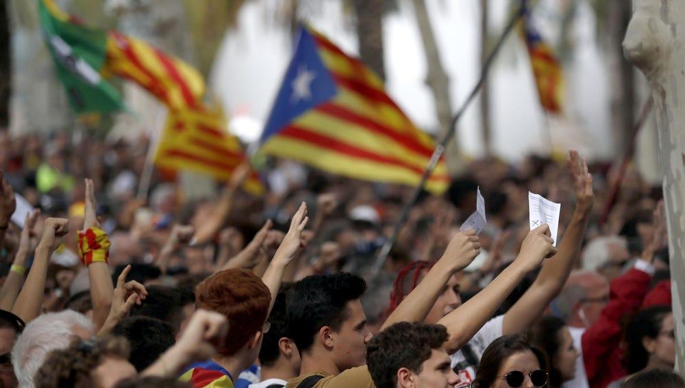 Cientos de personas se concentran frente al Palacio de Justicia de Barcelona, sede del TSJC