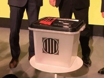 Una de las urnas que se utilizarán en el referéndum del 1-O