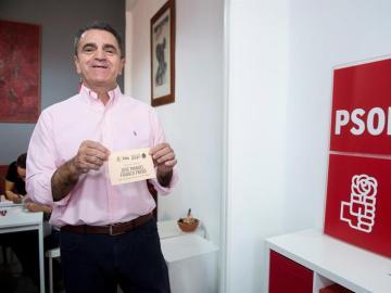 El portavoz adjunto del PSOE-M en la Asamblea de Madrid, José Manuel Franco, uno de los tres candidatos a liderar el partido en las elecciones primarias, tras votar en la agrupación socialista de Chamartín.