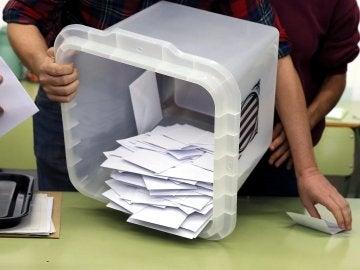 Urna del referéndum del 1-O