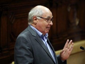 El líder del CSQEP, Lluís Rabell, durante su intervención tras la declaración del presidente Carles Puigdemont