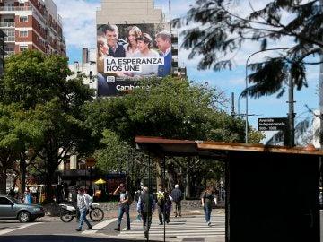Carteles de propaganda electoral en el centro de Buenos Aires (Argentina)