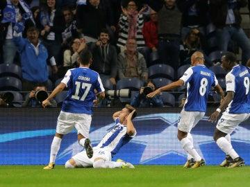 Hector Herrera celebra su gol contra el Leipzig