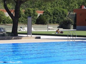 Imagen de archivo de una piscina en Madrid