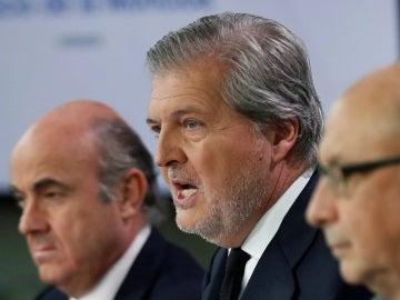 Íñigo Méndez de Vigo junto a Luis de Guindos y Cristóbal Montoro