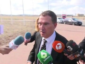 Jaume Alonso-Cuevillas hablando con los medios