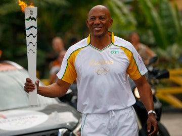 Frank Fredericks porta la antorcha de Río 2016