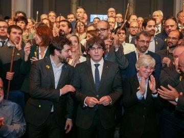 El expresidente de la Generalitat catalana Carles Puigdemont, y los 200 alcaldes independentistas