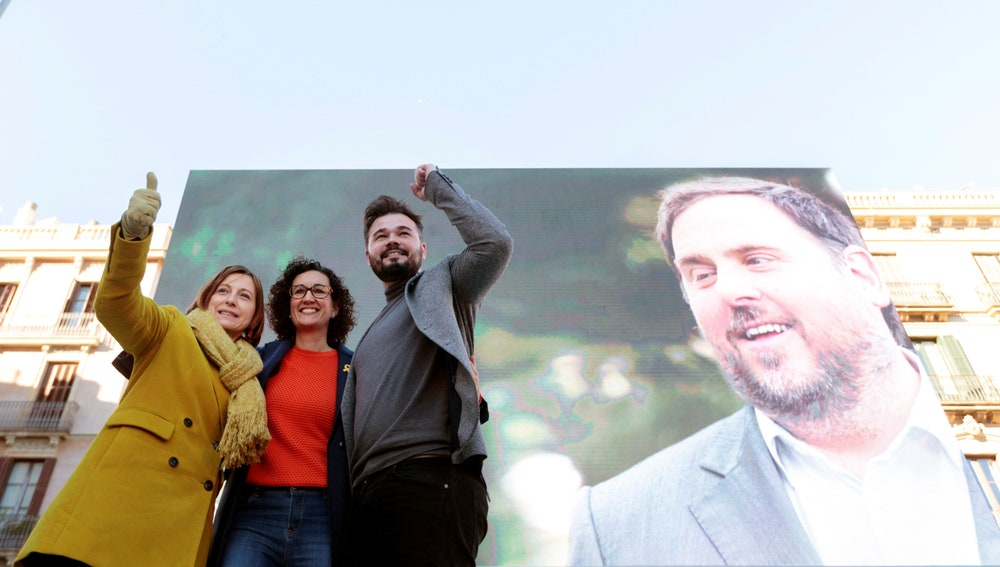 Marta Rovira, Carme Forcadell y Gabriel Rufián durante el acto central de campaña de Esquerra celebrado en Barcelona