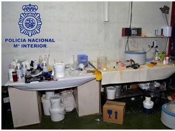 Fotografías facilitadas por la Policía Nacional de los laboratorios de elaboración de drogas en Lleida y Huesca