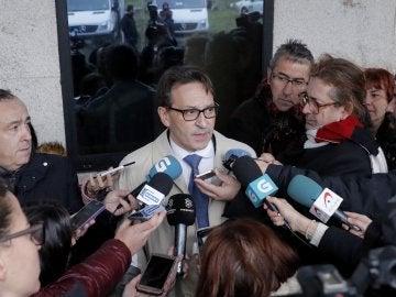El abogado José Ramón Sierra, que representa a José Enrique Abuín Gey