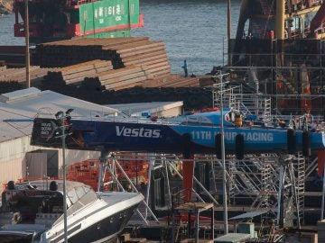 El 'Vestas', siendo reparado tras el fatal incidente
