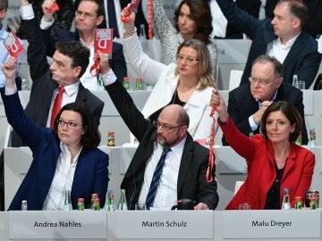 El SPD durante la votación de la gran coalición