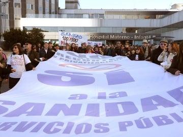 Concentración en las inmediaciones del Hospital de La Paz de Madrid, en la 64ª  Marea Blanca'