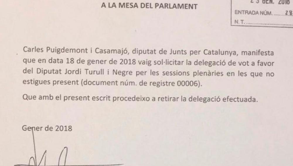 Documento en el que Junts per Catalunya retira la petición de delegación de voto de Puigdemont