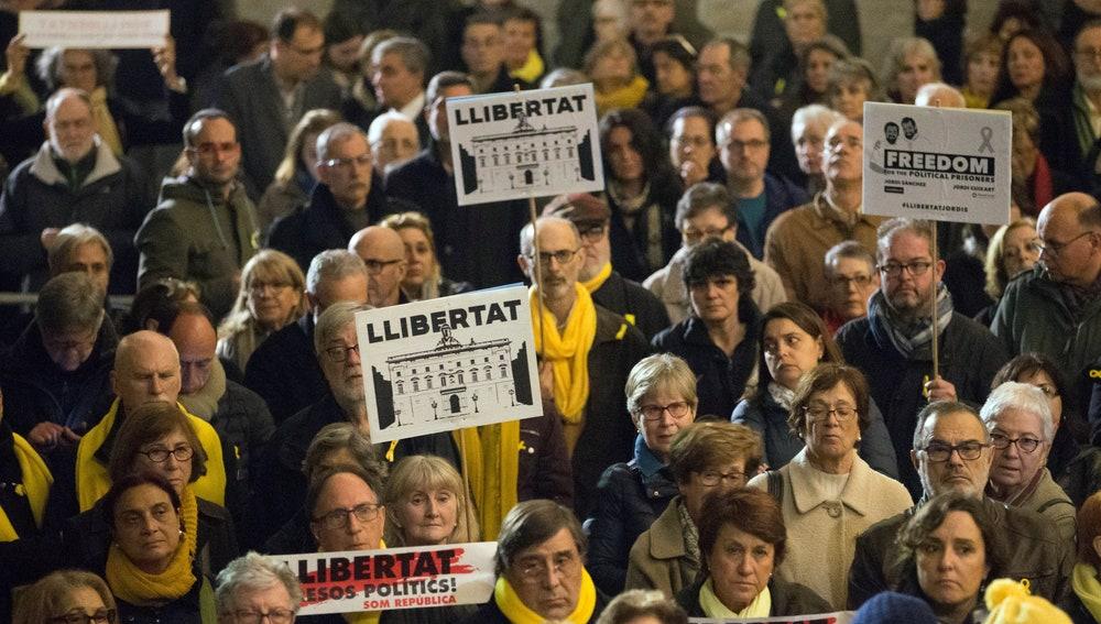 Concentración en Barcelona por Jordi Sànchez y Jordi Cuixart (archivo)