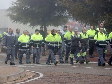 Concentración de trabajadores en la planta de Opel en Zaragoza