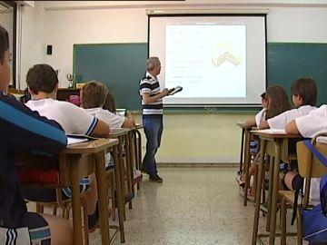 Un profesor impartiendo clase
