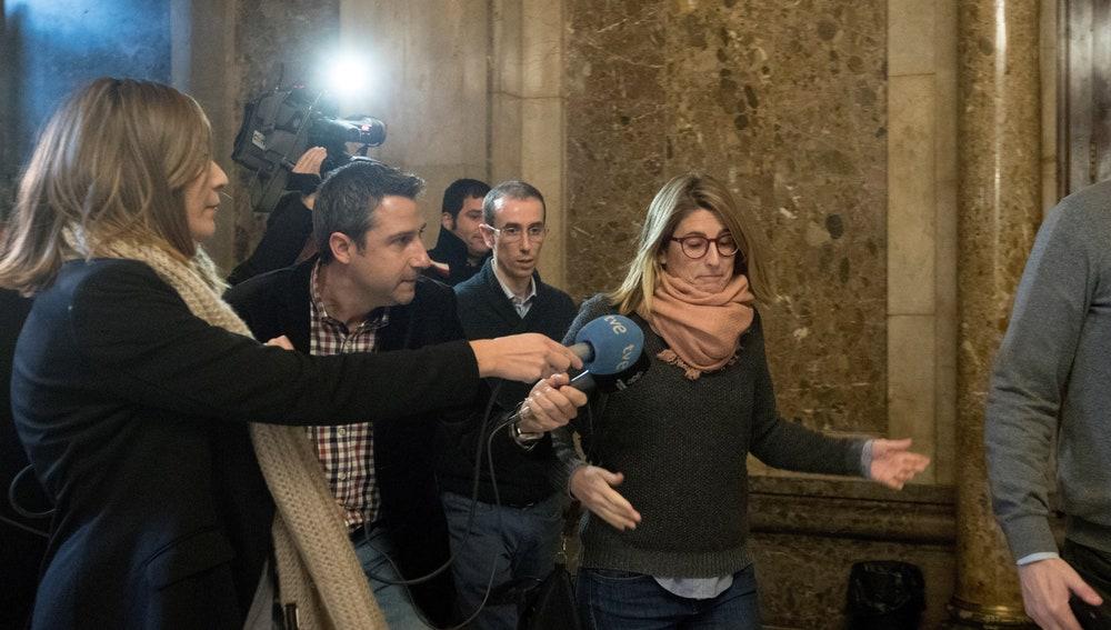 Elsa Artadi en los pasillos del Parlament