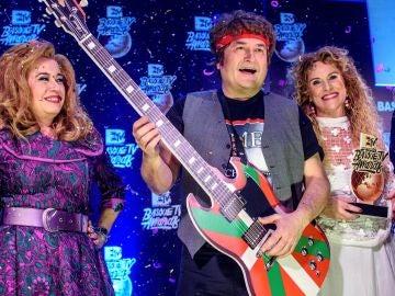 Andoni Ortuzar disfrazado de Bruce Springsteen, junto a la diputada Isabel Sánchez y la presidenta del PNV vizcaíno, Itxaso Atutxa