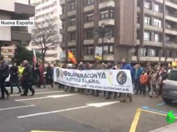 Manifestación en Oviedo por la equiparación salarial de la Policía