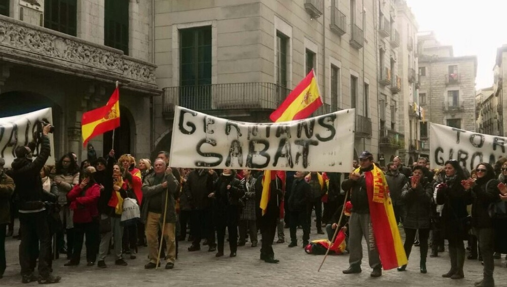 Varias personas se manifiestan en Girona