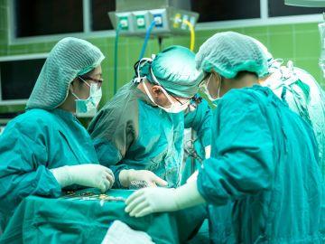 Foto de archivo de médicos trabajando