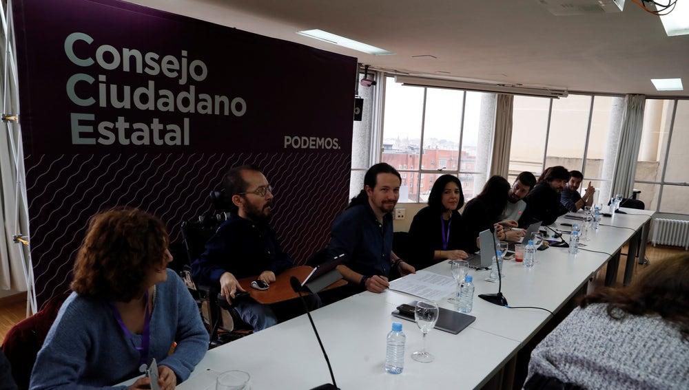 El líder de Podemos, Pablo Iglesias, y el secretario de Organización de Podemos, Pablo Echenique, durante la reunión del Consejo Ciudadano Estatal