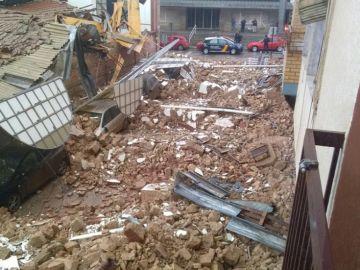 Los escombros del tejado del mercado de abastos en Linares, Jaén