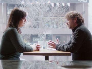 Jordi Évole con Amelia Tiganus, víctima de explotación sexual