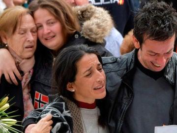 Los padres de Gabriel en el funeral celebrado por su hijo en la catedral de Almería