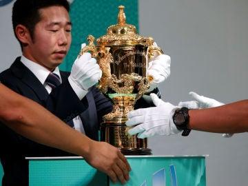 El trofeo de campeón del Mundial de Rugby