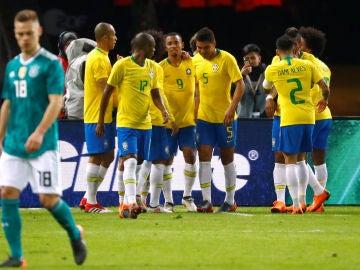 Gabriel Jesus celebra su gol ante Alemania