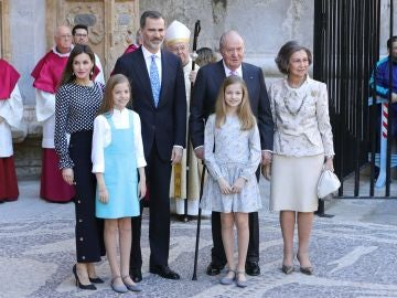 La familia real en la tradicional misa de Pascua de Palma